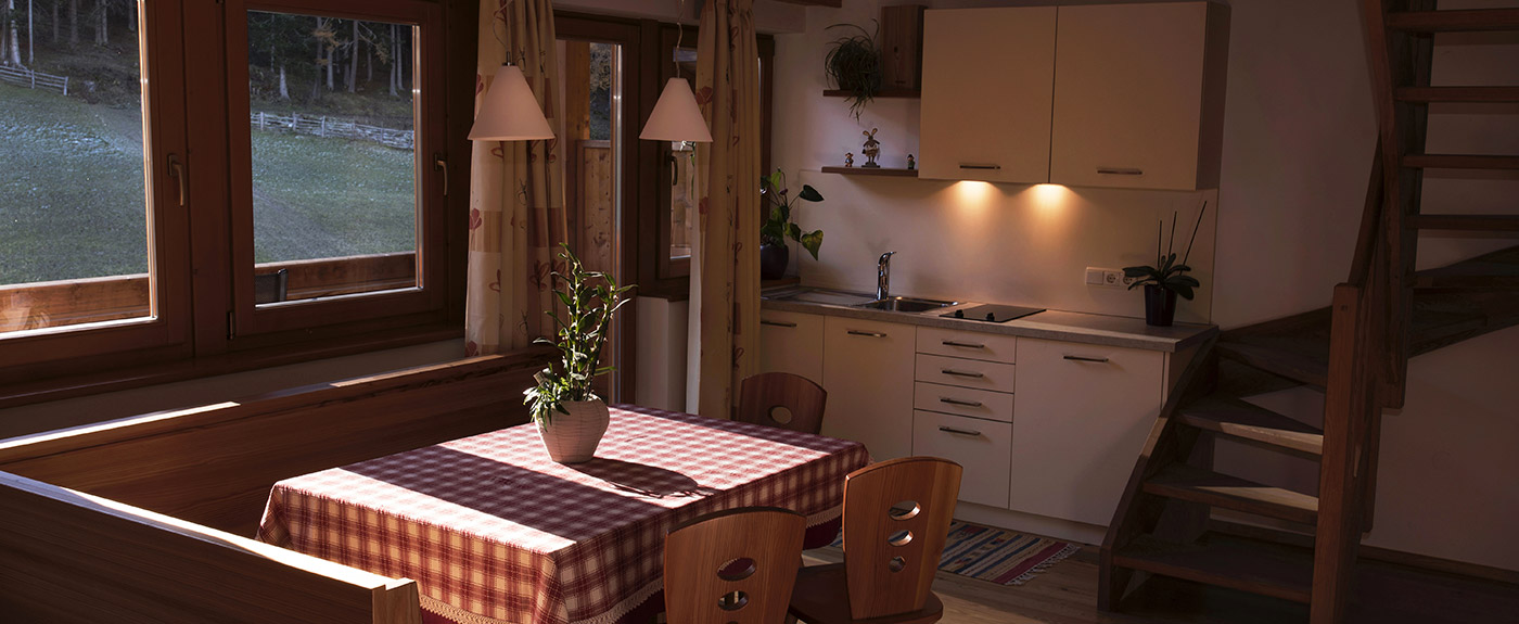 Kitchen and corner bench with table at Hotel Arnstein